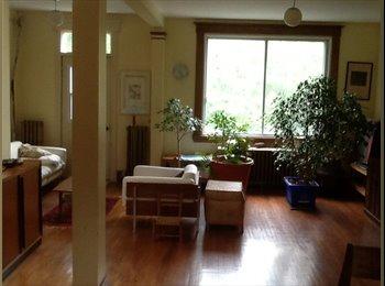 EasyRoommate CA - Grande chambre paisible à 2 min du métro - Outremont - Cote-des-Nieges, Montréal - $550