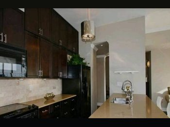 EasyRoommate CA - 1050ft, 2 Bedroom + Den Downtown Toronto Penthouse - Fashion District, Toronto - $3150
