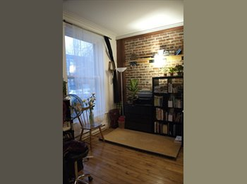 EasyRoommate CA - Photography student leaving for December - Le Plateau-Mont-Royal, Montréal - $525