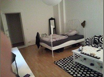 EasyWG DE - WG-Zimmer mit Blick auf die Spree - Oberschneweide, Berlin - €306