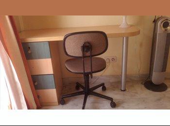 EasyPiso ES - HABITACION DISPONIBLE EN PLENO CENTRO DE MARBELLA - Centro, Marbella - €300