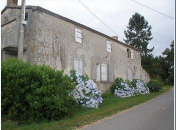 Appartager FR - avec APL : colocation à 2 ou location individuelle - La Roche-sur-Yon, La Roche-sur-Yon - €300
