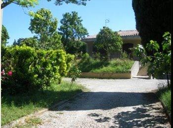 Appartager FR - Coloc à 4 dans grande maison - Carcassonne, Carcassonne - €300