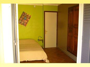 Appartager FR - Chambre dans grande Maison en colocation - Carpentras, Carpentras - €400