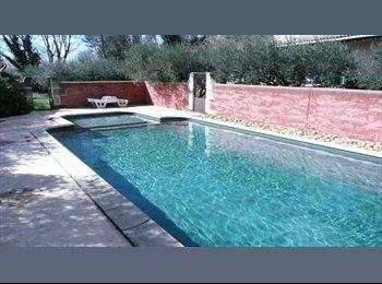 Appartager FR - Colocation avec jardin et piscine - Avignon, Avignon - €340