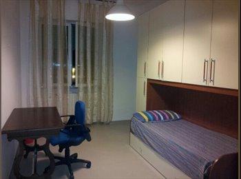 EasyStanza IT - Stanza libera in bell'appartamento centrale - Livorno, Livorno - €350