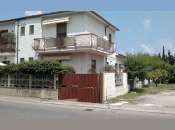 EasyStanza IT - posto letto per studentessa - Pescara, Pescara - €200