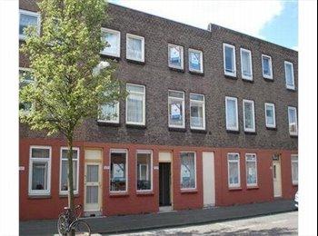 EasyKamer NL - Cheap furnished room in Rdam South near Erasmus. - Zuidplein, Rotterdam - €325