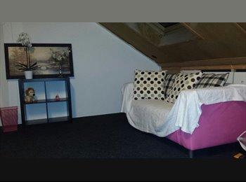 EasyKamer NL - mooie  zolder kamer te huur 35m - Almere, Almere - €400