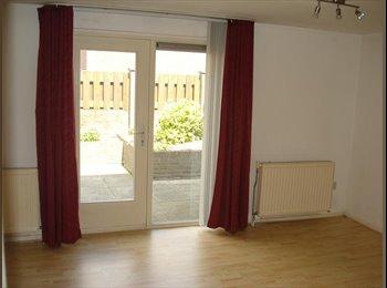EasyKamer NL - Ruime kamer met privé badkamer - Heerlen, Heerlen - €325