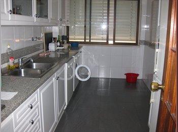 EasyQuarto PT - Aluga-se quarto a estudante ou jovem licenciado - Sacavém, Lisboa - €275