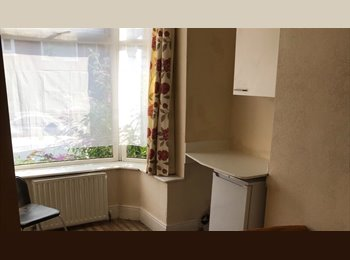 EasyRoommate UK - NO BILLS  TO PAY, ROOMS TO LET - Tyseley, Birmingham - £250