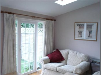 EasyRoommate UK -   Double Room in Quiet House - Abbotts Barton, Winchester - £410