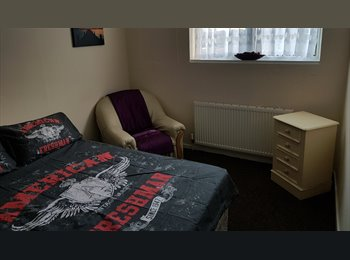 EasyRoommate UK - Rooms to rent in Langdon Hills. 2 minute walk to Laindon station - Langdon Hills, Basildon - £250