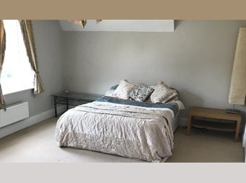 EasyRoommate UK - Professional Female Houseshare - Rednal, Birmingham - £400