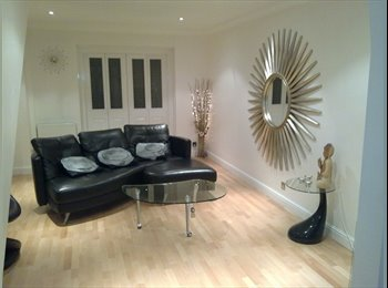 EasyRoommate UK - Large Double Room with ensuite and triple wardrobe - Lower Earley, Reading - £600
