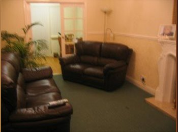 EasyRoommate UK - Excellent 4 Bedroom House in Tile Hill - Tile Hill, Coventry - £900