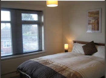 EasyRoommate UK - Top Floor EnSuite & Doubles with Parking - Newcastle-under-Lyme, Newcastle under Lyme - £434