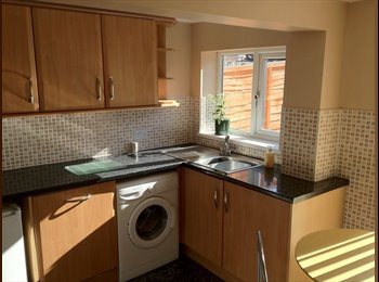 EasyRoommate UK - Furnished Rooms Available Close to Uni - Kingston-upon-Hull, Hull - £282
