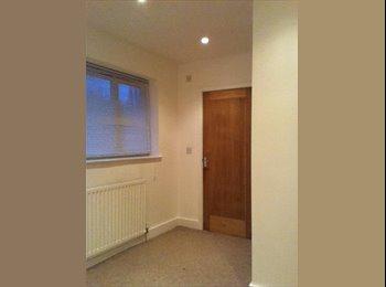 EasyRoommate UK - Professional House share in Tettenhall E - Tettenhall, Wolverhampton - £380
