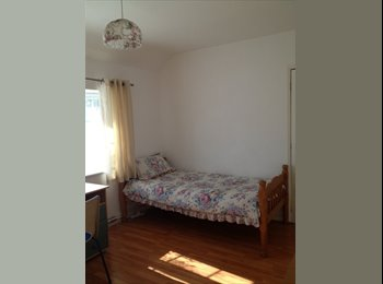 EasyRoommate UK - Rooms for Rent - Moulsecoomb, Brighton and Hove - £400