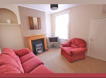 EasyRoommate UK - Furnished House Share Close to Uni - Kingston-upon-Hull, Hull - £282