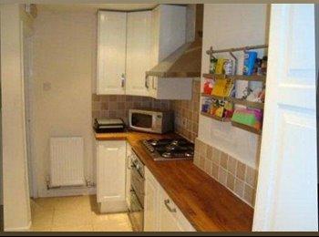 EasyRoommate UK - Double room in renovated house nr Tescos-Bills inc - Cheltenham, Cheltenham - £340