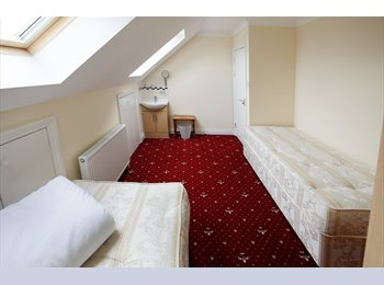 EasyRoommate UK - 8 bed-roomed shared house - Acton, London - £320