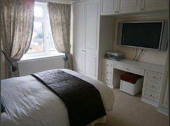 EasyRoommate UK - DOUBLE BED +ENSUITE IN NW LONDON - Edgware, London - £850