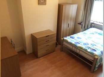 EasyRoommate UK - 2 Rooms to let in houseshare near Newcastle Centre - Newcastle-under-Lyme, Newcastle under Lyme - £347