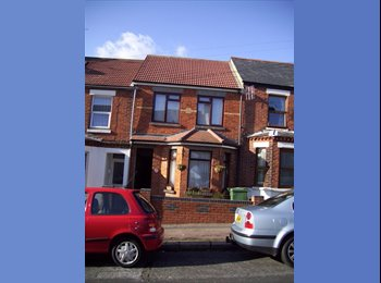EasyRoommate UK - double room to let for one person only - Sandgate, Folkestone - £280