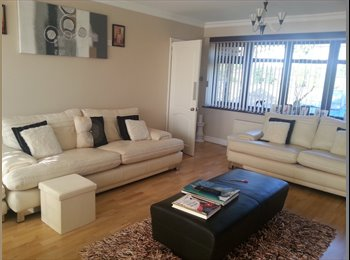 EasyRoommate UK - Rooms available not too far from the City Centre - Penn, Wolverhampton - £400