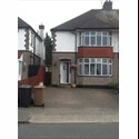 EasyRoommate UK 1 Double and 1 single room suit student or profess - Luton, Luton - £ 350 per Month - Image 1