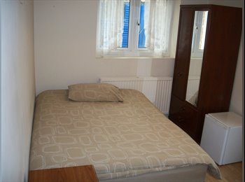 EasyRoommate UK - En-Suite Room Available in North London Zone 2 - Finsbury Park, London - £737