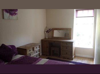 EasyRoommate UK - DOUBLE bedroom in 2 bedroom garden flat in Stoneho - Stonehouse, Plymouth - £370