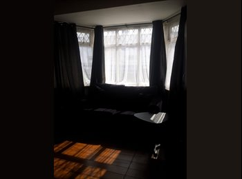 EasyRoommate UK - Twin rooms with en-suites for students - Merton, London - £800