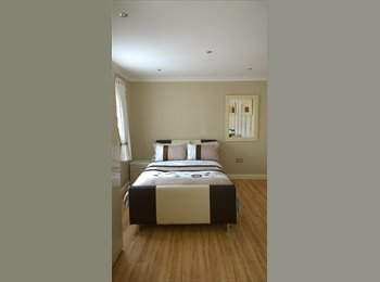 EasyRoommate UK - double bedroom /livingroom - Boxmoor, Hemel Hempstead - £800