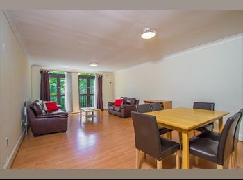 EasyRoommate UK - MASSIVE DOUBLE BEDROOM MOMENTS FROM HYDE PARK - Notting Hill, London - £1040