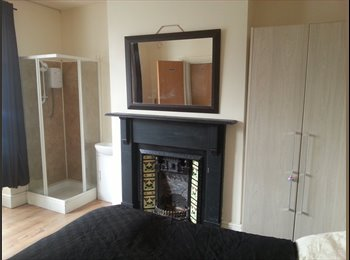 EasyRoommate UK - large double, bay window room - Grimsby, Grimsby - £347