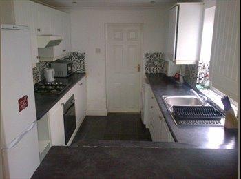 EasyRoommate UK - Double rooms £385-£440 Bills Inc' Nr' Train St' - Gillingham, Gillingham - £400