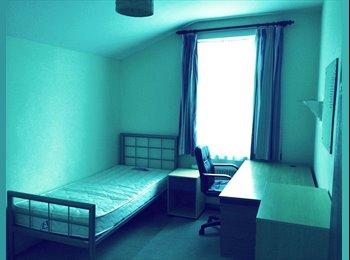 EasyRoommate UK - Rooms for rent in student house - Gillingham, Gillingham - £300