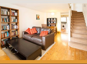 EasyRoommate UK - Lovely house ideal for couple or sharers - Cowley, Oxford - £1000
