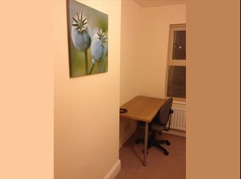EasyRoommate UK - Newly renovated 4 Bedroom townhouse to share - Gloucester Centre, Gloucester - £350