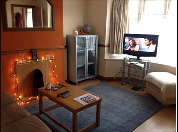 EasyRoommate UK - 1 FEMALE HOUSE MATE WANTED - Chichester, Chichester - £375