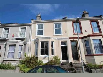 EasyRoommate UK - large single bedroom with adjoining lounge/study - Devonport, Plymouth - £433