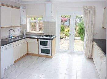 EasyRoommate UK - Double room in great house - Cheltenham, Cheltenham - £400