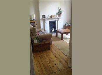 EasyRoommate UK - Double bedroom in gorgeous flat near train station - Cheltenham, Cheltenham - £500