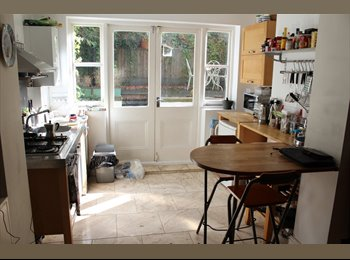 EasyRoommate UK - Beautiful studio /room share w/ walled garden - Ladbroke Grove, London - £780
