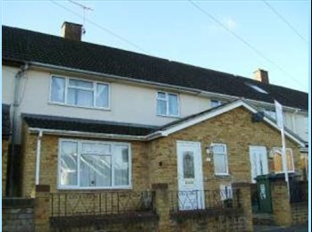 EasyRoommate UK - 2 rooms available in large clean modern house - Hemel Hempstead, Hemel Hempstead - £550