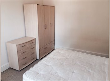 EasyRoommate UK - Lovely Victorian villa on canalside - Chester, Chester - £285